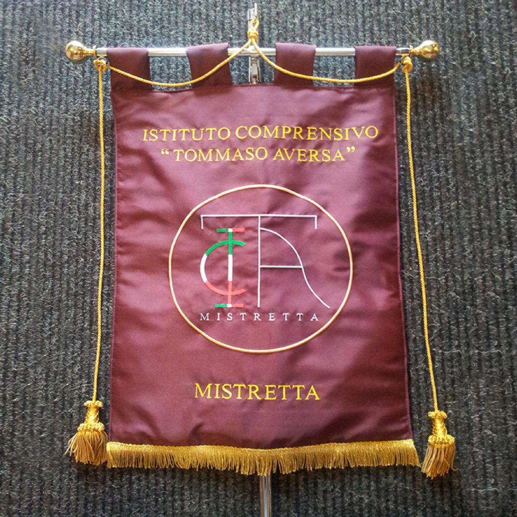 Non solo bandiere gagliardetti striscioni in pvc pennoni gonfaloni aste da tavolo - Porta bandiere da tavolo ...